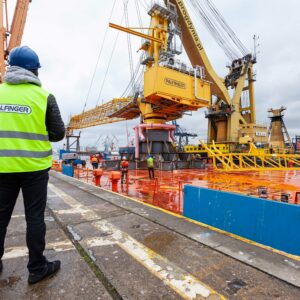 """A massive floating crane, known by the name of """"Maja"""", transferred the cargo to a large transport barge featuring a tailor-made holding structure."""